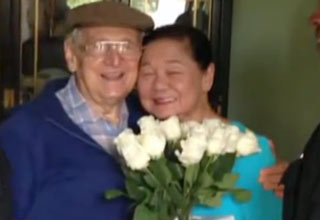 An elderly man with Alzheimer's went missing for a few hours, only to return with a touching surprise.