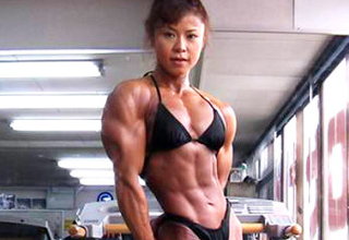 Tomoko Kanda lives in Osaka, Japan and has dedicated her life to bodybuilding and weight training.