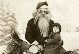21 photos of Santa more horrifying than anything you've seen before.
