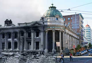 Photos of the aftermath of the 1906 earthquake blended with modern day San Francisco.