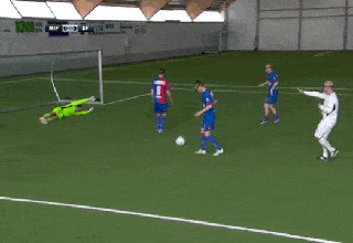 Pro Athletes Hilariously Try Playing Soccer With VR Headsets On Their Face 00c72aa61