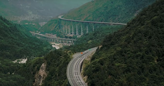 Highways in China that look Sci-fi