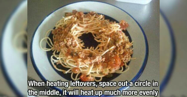 Spaghetti with hole in the middle on a plate.