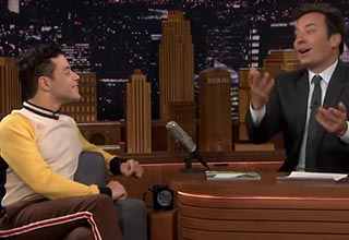 rami malek looking at jimmy fallon on the set of the tonight show