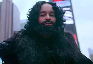 Emilia Clarke disguised as Jon Snow.