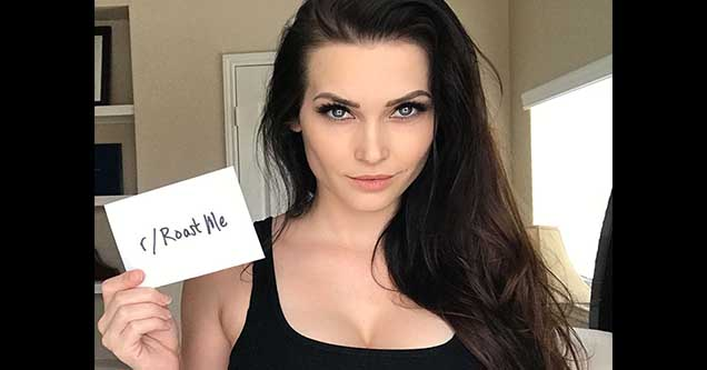 Instagram model holding up a sign that says roast me | niece waidhofer roast me
