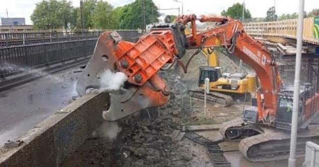 hydraulic scrapper takes apart a bunch of old scrap
