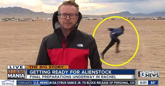 Random Kyle Naruto runs through Area 51 newscast