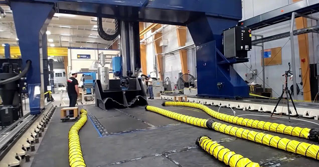 the world's largest 3d printer making a boat at the university of maine