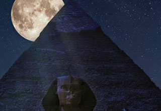 a picture of the moon behind the sphinx