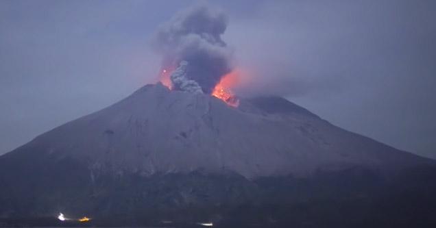 mount sakurajima erupting | camera captures video of a volcano erupting