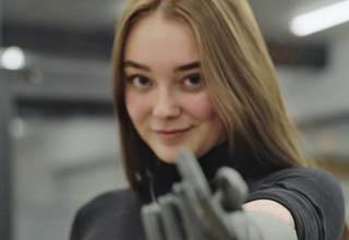 Girl demonstrates Esper's bionic hand technology