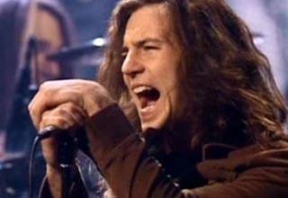 eddie vedder singing on stage early on in his career