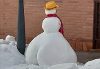 a super thicc snowman