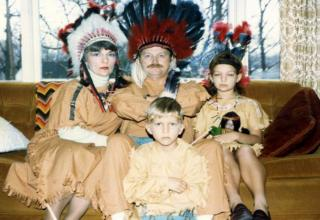 Thanksgiving 2016 kicks off tomorrow, so we thought we'd prepare all of you for the beginning of the holiday season by letting you know that there are a lot of families out there that are way weirder than yours. Like, you have absolutely no room to complain about your petty, little family problems. Look at these 20 awkward Thanksgiving family photo