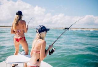 Sporting women that came to fish
