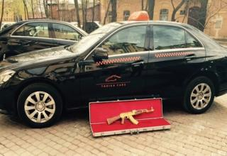 A man in St.Petersburg Russia left a little something extra for the taxi driver.