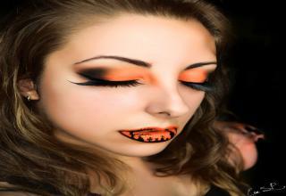 Makeup artist Eva Senin Pernas,  has prepared several examples of Halloween make-up!