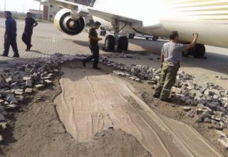 Test engines of the Boeing 737 caused a little havoc on the runway...
