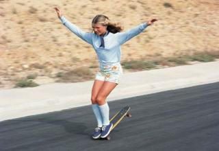 30 impressive vintage photos of skater girls.