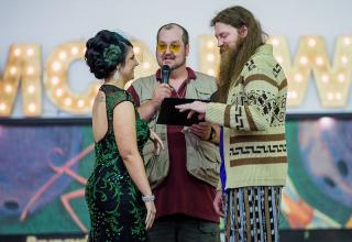 At the end of their first date, Jesse and Chelsea watched The Big Lebowski. It became an anniversary tradition every year to revisit the film together. As such, it came as no surprise when they decided to have a Big Lebowski-themed wedding. You better believe the White Russians were flowing.