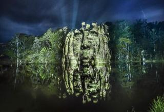 Philippe Echaroux made Indian from Surui tribe appear on the Amazon Jungle in his Street Art 2.0 project.