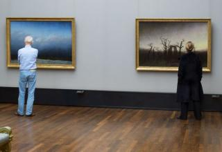 Stefan Draschan says he waits in the museum for hours to get the right shot, do you believe him?