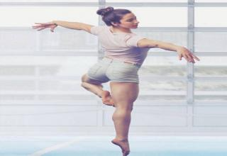 It seems that everybody is falling in love with Aly Raisman, an American artistic gymnast. Her performances are impressive and she is a real babe.