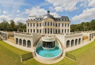 This super luxurious 20 bedroom mansion sold for a whopping $301 Million!