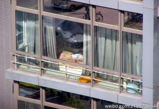 Nude Chinese woman sunbathing in the window - Gallery