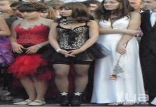 1600de20eb 27 Hot Sexy Dresses That Should Have Been Banned From Prom - Wow ...