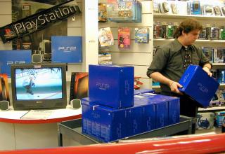 October 26 2000, the Playstation 2 was released to the North American audience and people lined up around the block to get one.Chris Johnston, who was Electronic Gaming Monthly's News Editor at the time shared some of his photos and memories from the craziness that surrounded the release.