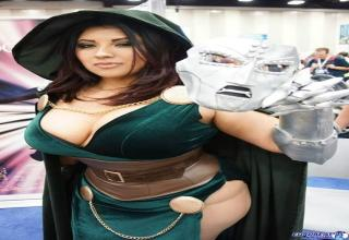 Ivy Turner aka Ivy Doomkitty is an amazingly beautiful and voluptuous Cosplay girl. Maybe she'll be a an Entertainment convention near you!
