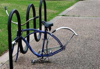 what NOT to do when it comes to locking up your bike.