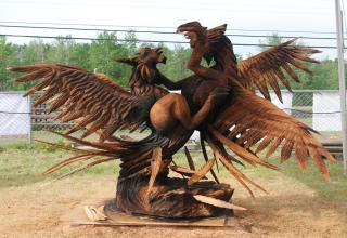Wood is one of the most amazing materials on this planet. Not only does it come from a <em>living thing</em>, it's also incredibly versatile, durable and beautiful. These pictures are testimony to that! Check out these amazing sculptures made out of wood into a whole range of creatures. We're super impressed.